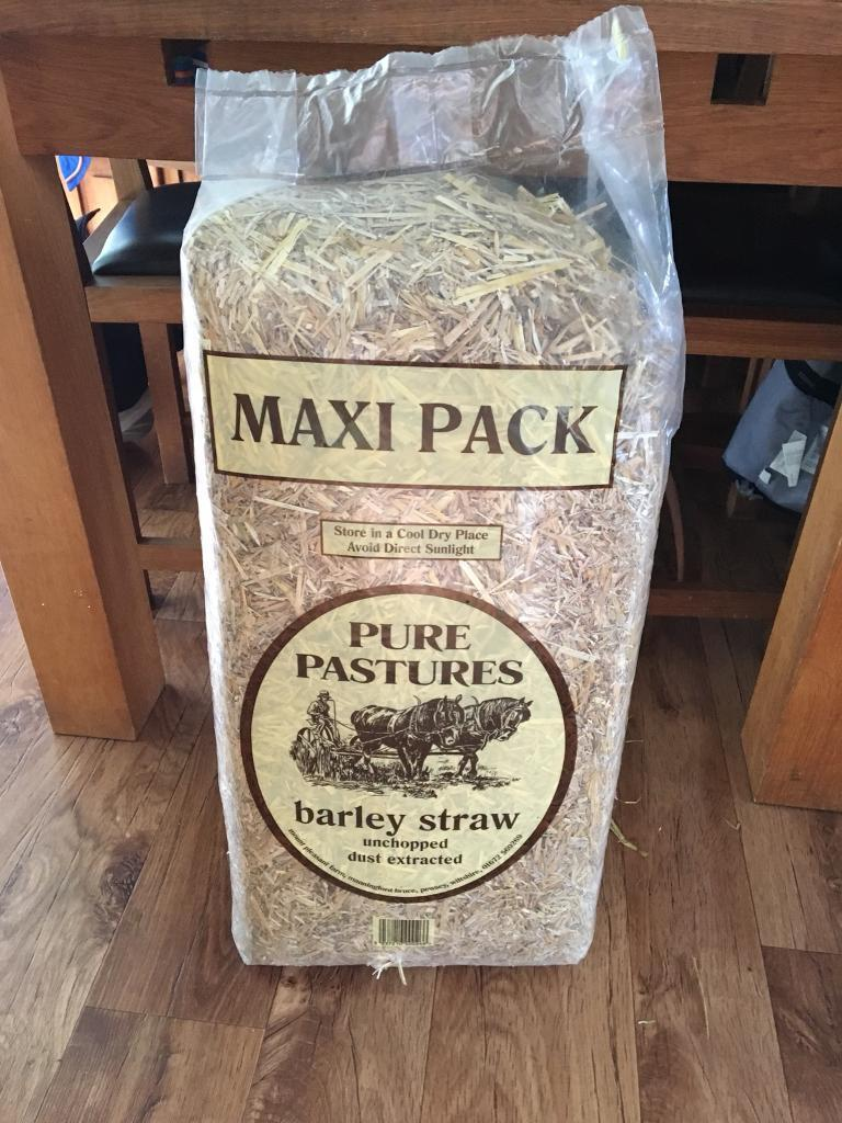 Maxi pack of barley straw
