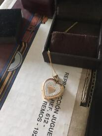 9kt pendant and chain