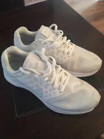 Unisex White Nike Running Trainers Size 6