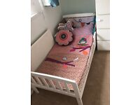Toddler bed with mattress White