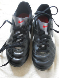 Boys NIKE football boots size UK 3 great condition
