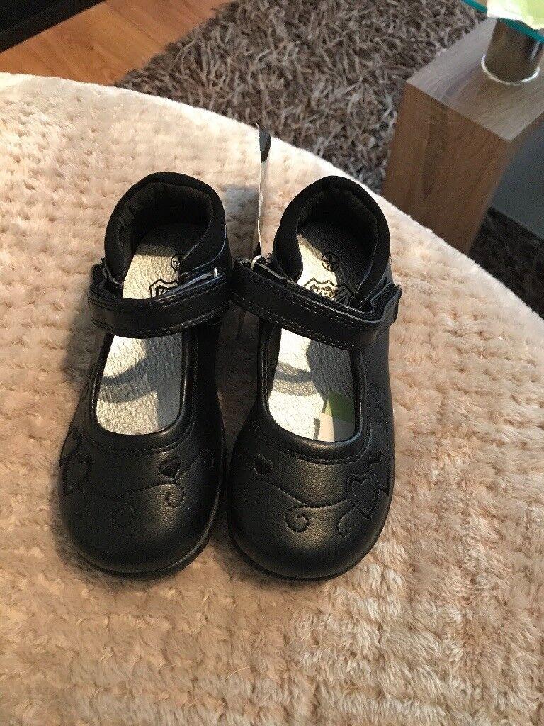 Girls infant shoes 8 bnwt
