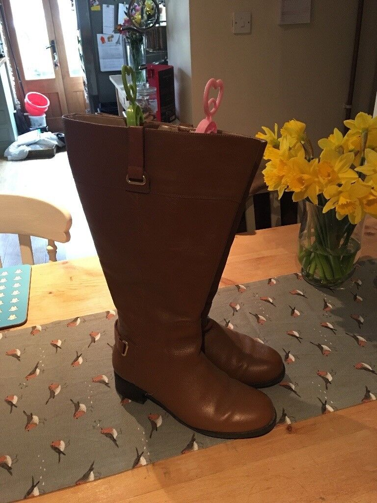 Extra-wide calf knee high boots - used one. Size 6. Wide fit foot.