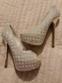 Beautiful Platform Shoes. Size 3.