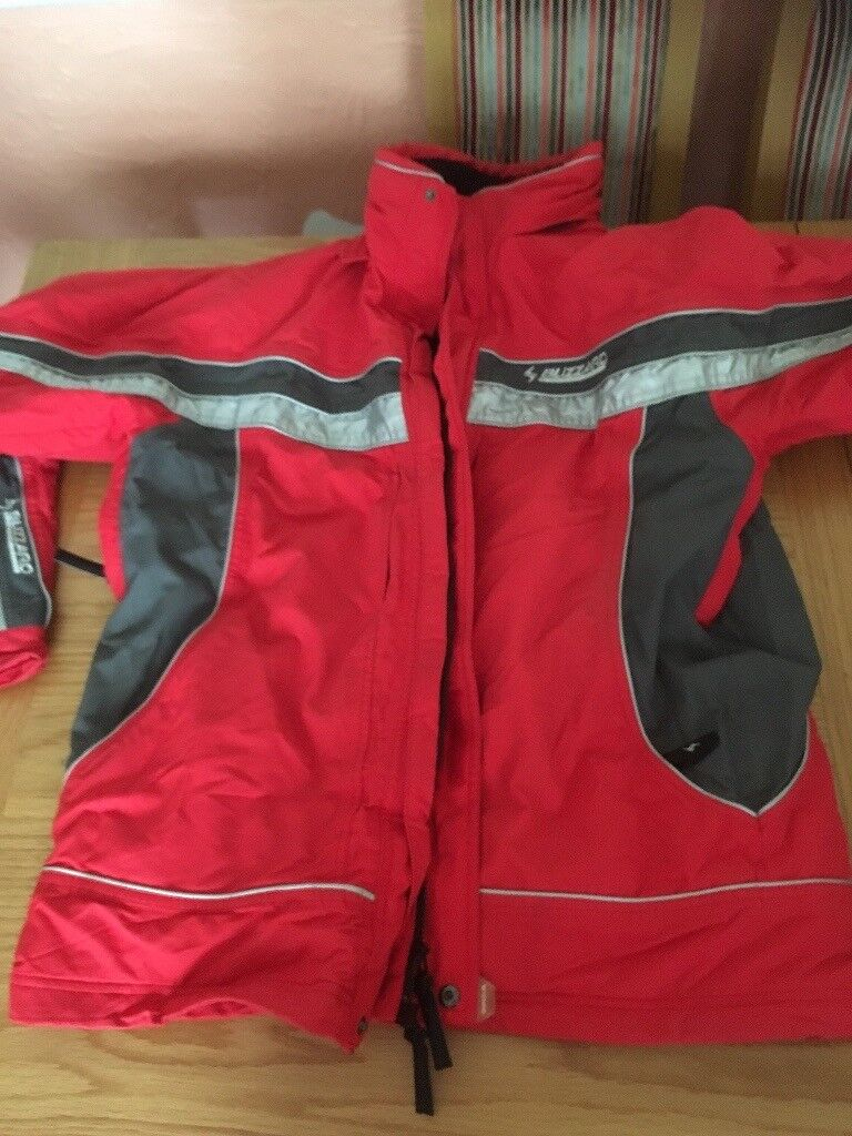 Ski wear and equipement