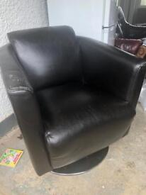 Swivel chair black leather