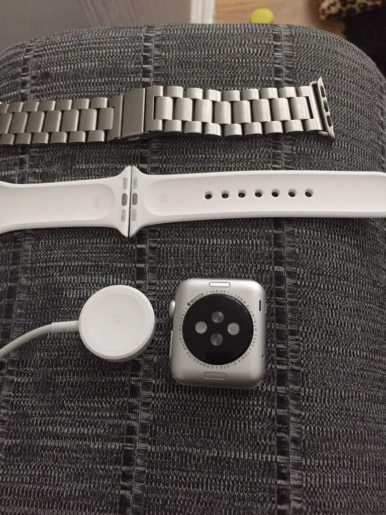 Apple Watch 38mm sportin Hyson Green, NottinghamshireGumtree - Apple Watch 38mm sport boxed in mint condition 2strap one white and one aluminium