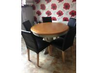 Oak extendable round table with chairs, Very good condition only 1 year old from Halves