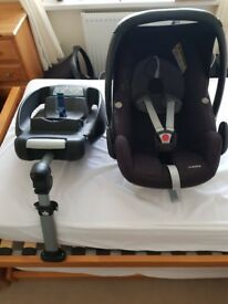Maxi Cosi Pebble Car Seat and Seat belt Base Unit