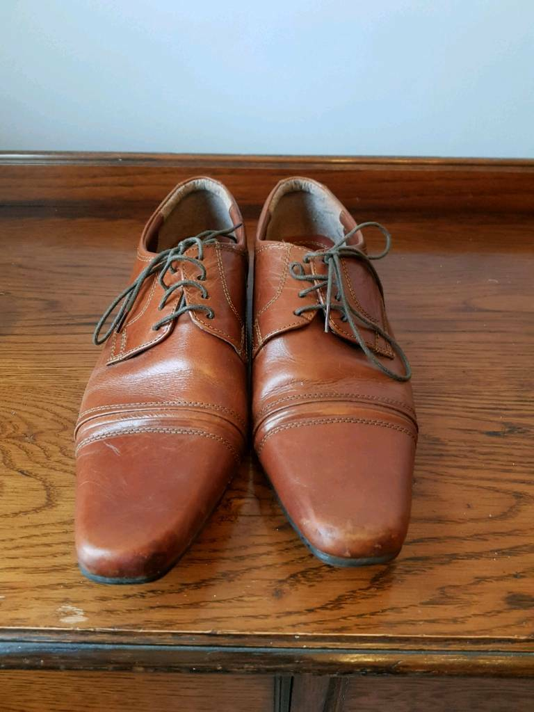 Size 9 brown leather shoes