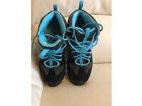 BRAND NEW North face walking hiking shoes Gore-Tex