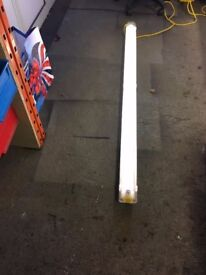 110 VOLT 5 FOOT FLUORESCENT WORK LIGHT