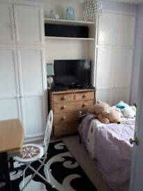 Room to rent in house close to Worthing town and beach