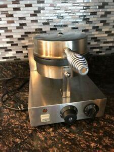 Stainless steel waffle maker