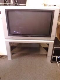"""PHILIPS 32"""" FLAT SCREEN TV FOR IN GOOD WORKING CONDITION"""
