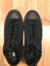 Almost new black convers