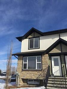 Stunning 3 bed home in Sylvan Lake with GARAGE! ONLY $1350!