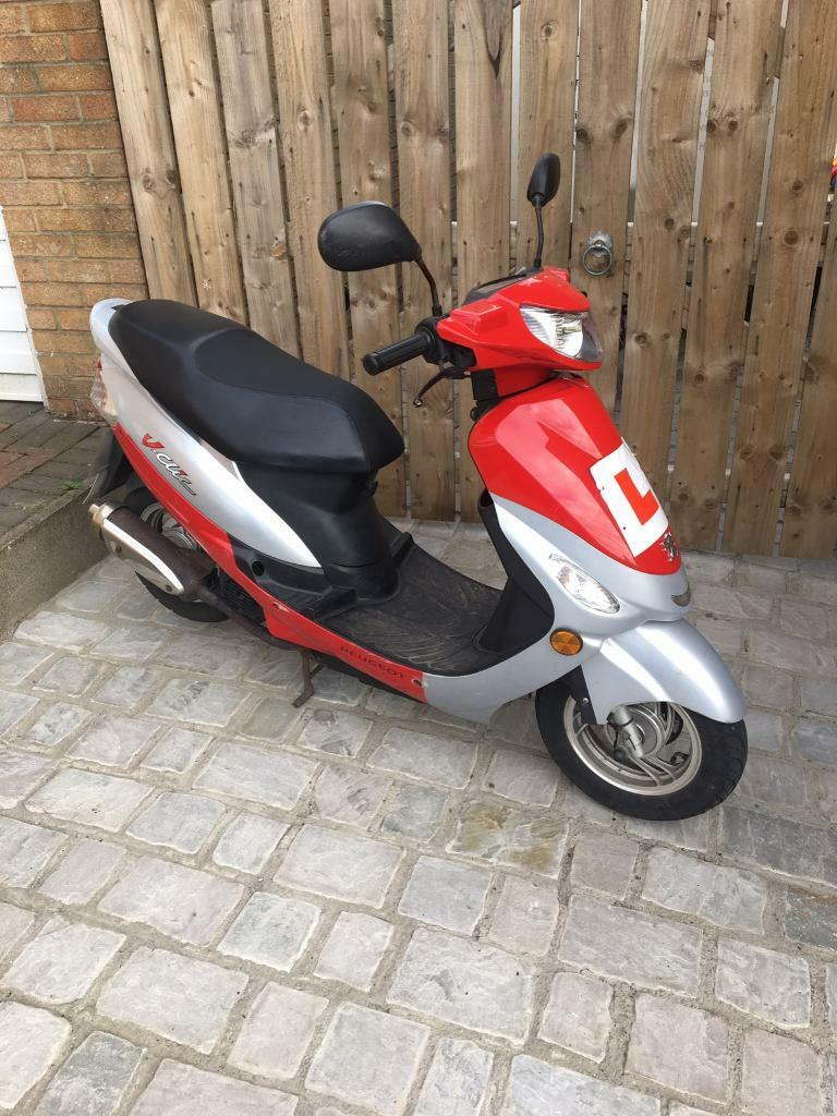2013 peugeot v clic 50cc moped scooter twist and go 4 stroke 30 days warranty in catterick. Black Bedroom Furniture Sets. Home Design Ideas