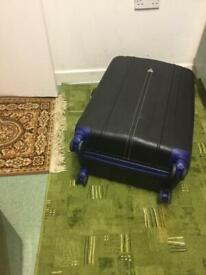luggage gallops hard shell 4 wheels medium size excellent condition
