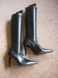 Ladies Leather Black pull on Boot - Size 6 / 39
