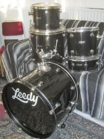 LEEDY 5PC SHELL PACK KIT IN GOOD PLAYABLE CONDITION.