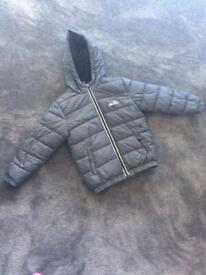 Ellesse boys warm coat age 6-7 year old in good condition.