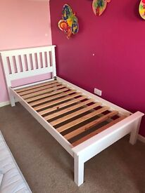 Single bed (white) in immaculate condition