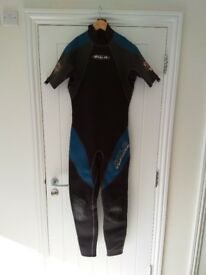 SOLA Wetsuit - 3/2mm size M/L - EXCELLENT CONDITION