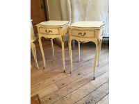 AN EXTREMELY ELEGANT PAIR OF FRENCH LOUIE STYLE BEDSIDE CABINETSAB