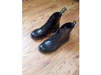 Dr Martens 1460 original size 8 boots unisex