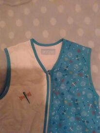 Grobag dinosaur Sleeping Bag 6-18 months 2.5 Tog with front zip Colour blue and white