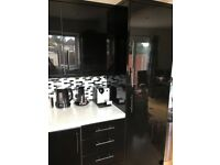 Black High Gloss Magnet Kitchen