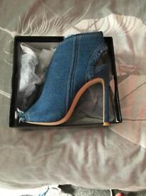 New women's denim size 5 heels