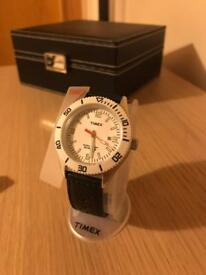 Timex T2N533 Unisex Watch with 2 straps - classic diver style