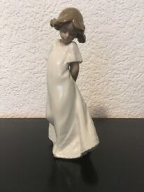 SO SHY GIRL....... LLADRO / NAO FIGURINE.......(mint condition).......SOLD !!!!!!!!!!!!!!!!!!!