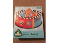 Ball pit with 200 balls