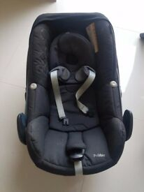 Maxi Cosi Pebble car seat with rain cover