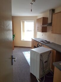 1 and 2 bed flats available (85 p/w - 125p/w) Ground floor 1 bed available