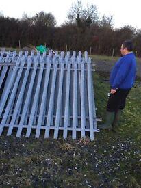 4 metal pallasade fence pannels