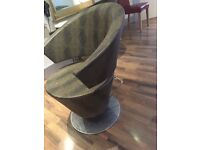 Adjustable chair perfect condition ideal for office or hairdressing.