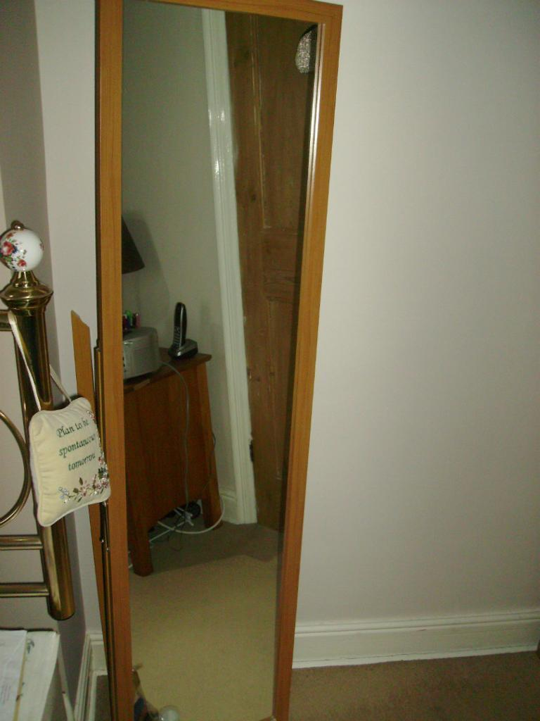 Large freestanding bedroom mirror buy sale and trade ads for Large bedroom mirror