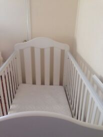 Mamas and papas beautiful white cot, excellent condition