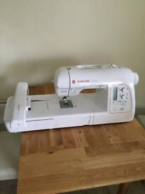 Singer XL-580 Embroidery / Sewing Machine