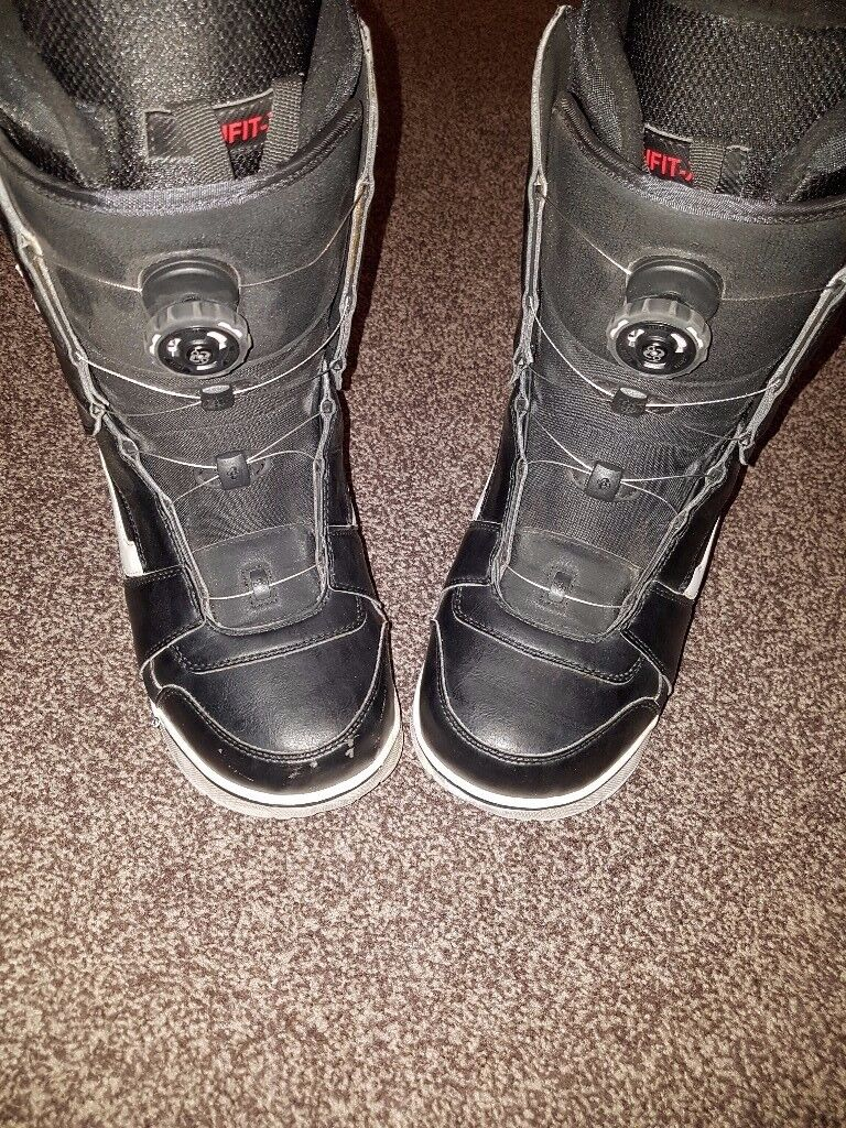 Vans Snowboard Boots Men UK Size 10, Dial laces. Worn literally 3 times.