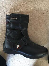 Akito motorbike boots size 7