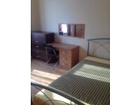 E15.Close to Plaistow station.Double room available for single.24/7 WiFi. All bills incl. Furnished