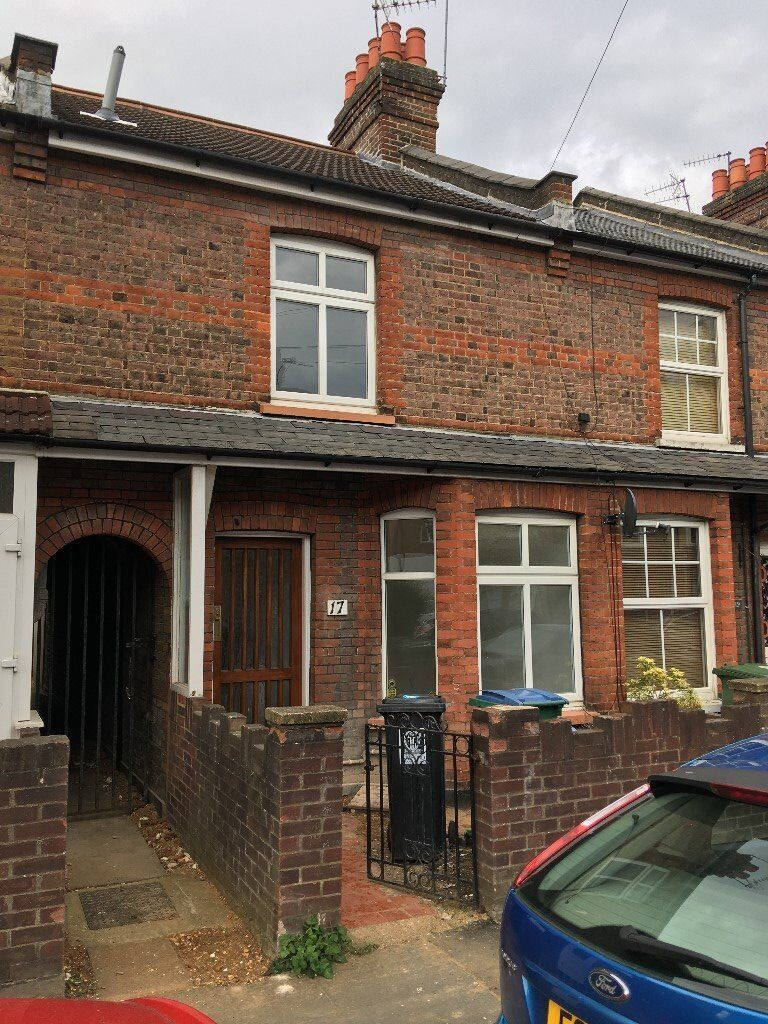 DOUBLE ROOMS TO RENT IN THIS FIVE BEDROOM HOUSE ALL BILLS INC AND WEEKLY CLEANER