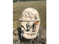 Hauck baby seat with detachable bar with soft toys