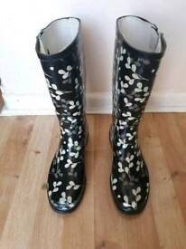 Ladies wellie boots size 7
