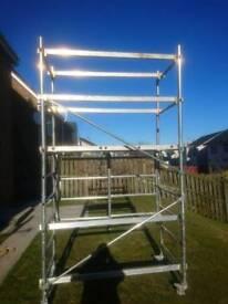 Folding scaffolding